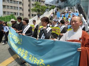 [포토] 서울역에서 청와대까지… KTX 해고승무원들의 행진